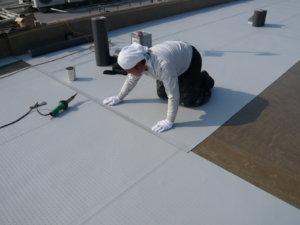 塩ビシート防水 密着工法 施工場所:屋上・バルコニー等